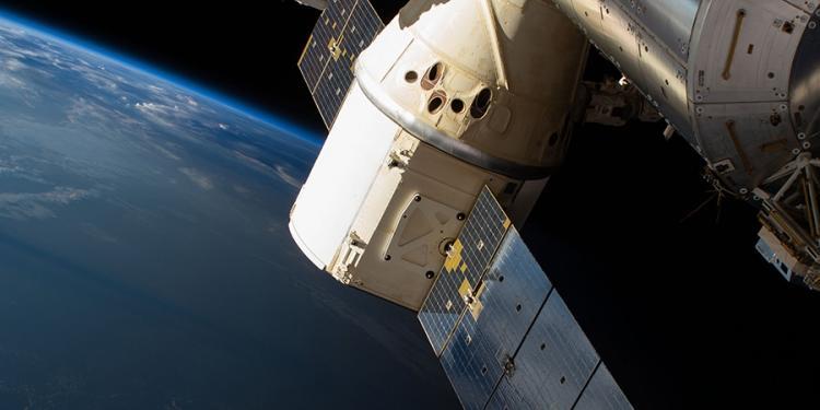 Появившийся на МКС запах спирта объяснили стыковкой с американским Dragon 2