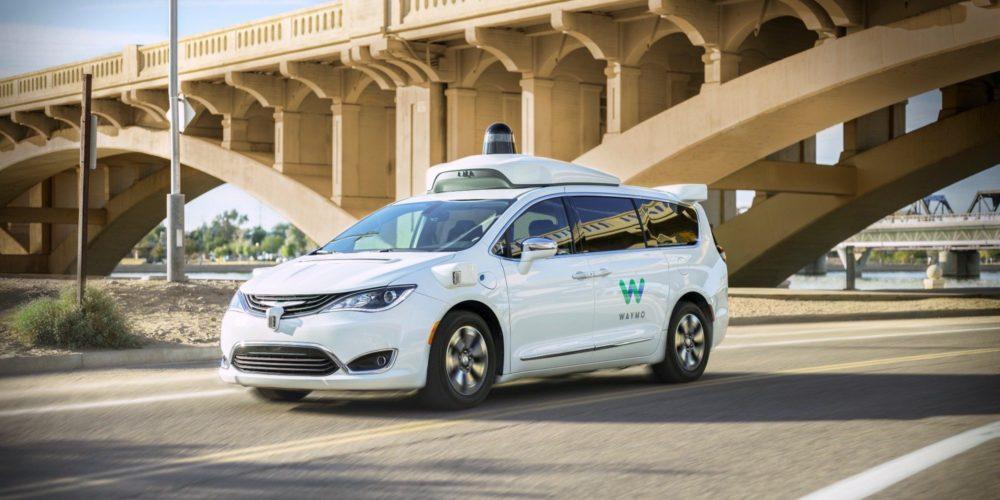 Компания из холдинга Google начала испытывать беспилотные такси в Сан-Франциско