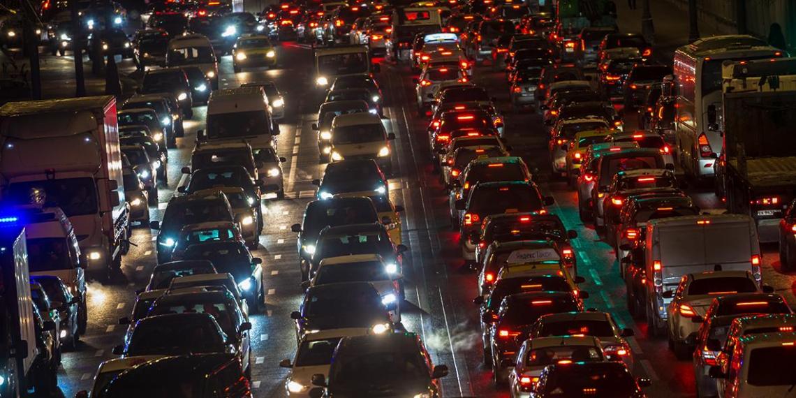 Российских водителей будут предупреждать о пробках по SMS