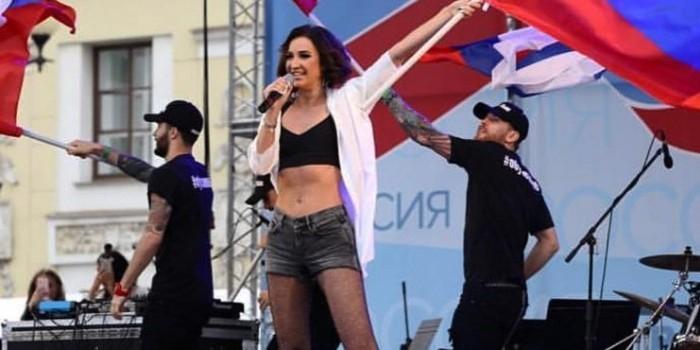 Бузова платит массовке по 200 рублей за подпевку на концертах