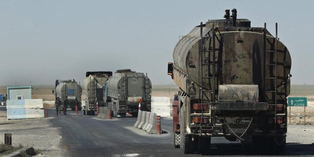 В Сирии пожаловались на вывоз американцами 300 цистерн с нефтью за сутки