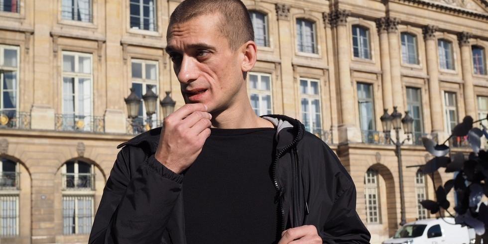 Во Франции задержали художника Павленского и его подругу после публикации компромата на местного политика