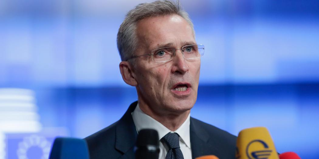 Генсек НАТО потребовал от России больше рассказывать о военных учениях