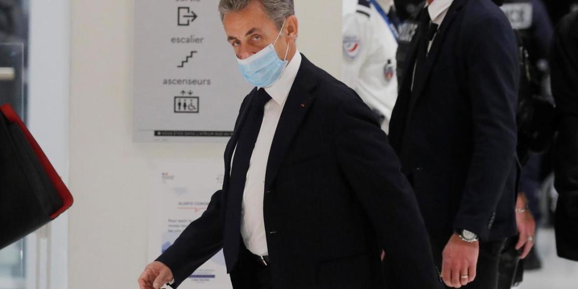 Франция расследует передачу Саркози 3 млн евро из России