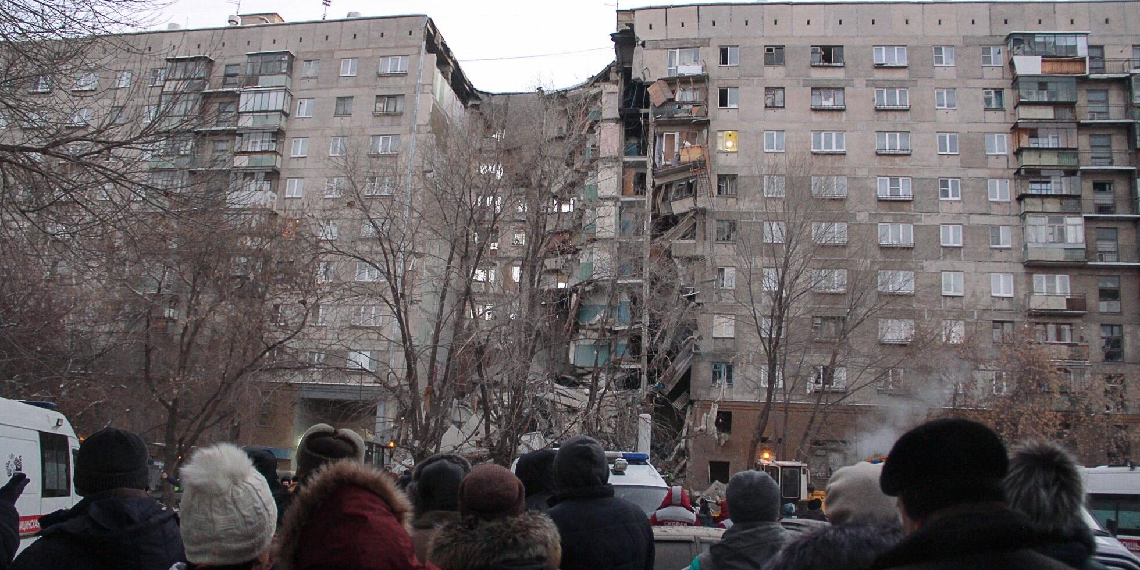 В жилом доме Магнитогорска взорвался газ. Есть погибшие, судьба 79 человек неизвестна
