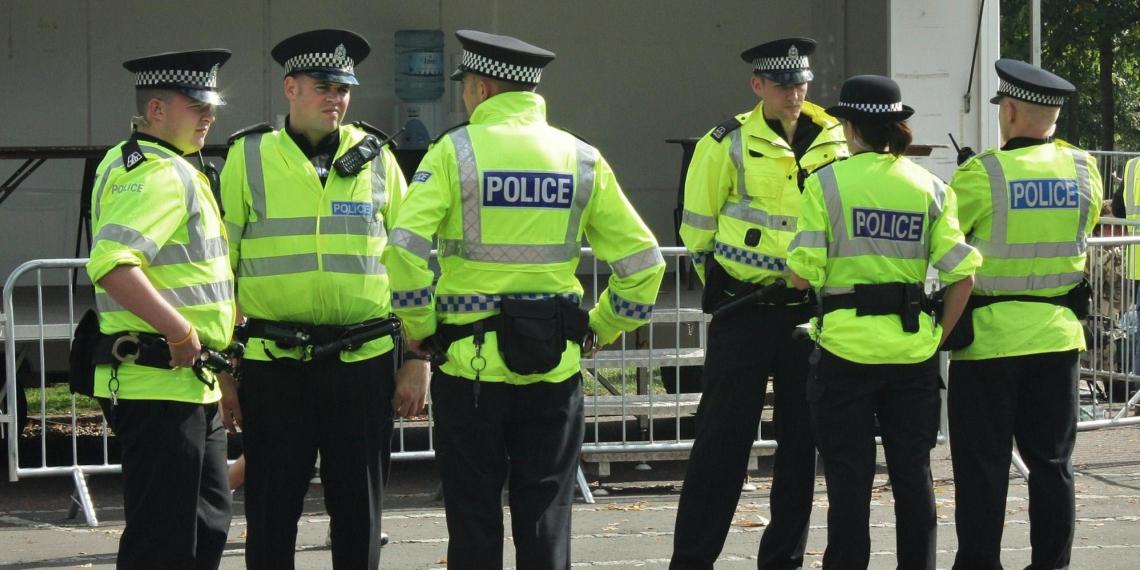 Пукнувшему в сторону полицейских шотландцу назначили 75 часов общественных работ