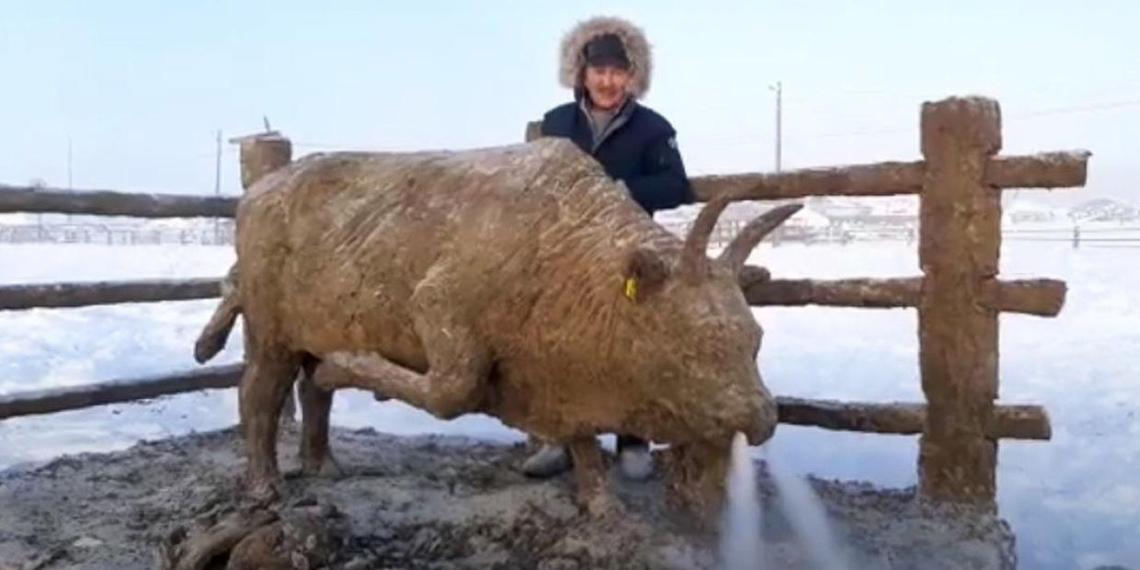 Якутский умелец слепил из кала символ 2021 года, посвятив его борьбе с коронавирусом