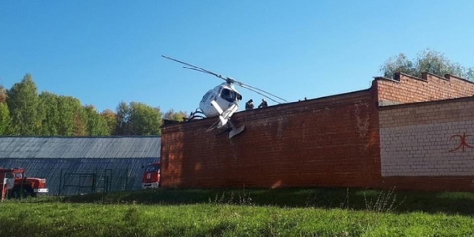 """В Ижевске вертолет медицины катастроф с пациентом на борту """"промахнулся"""" мимо площадки и рухнул на здание"""