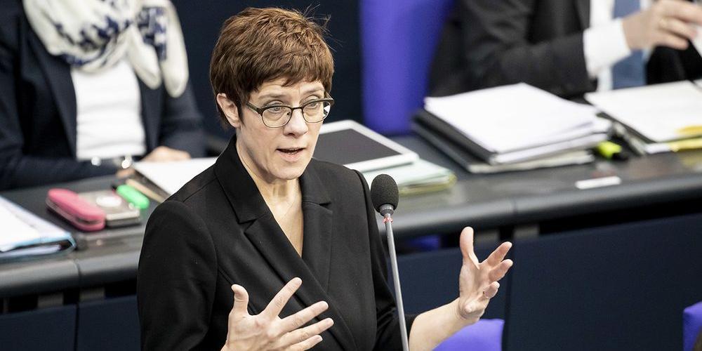 Глава минобороны Германии призвала увеличить финансирование армии из-за России