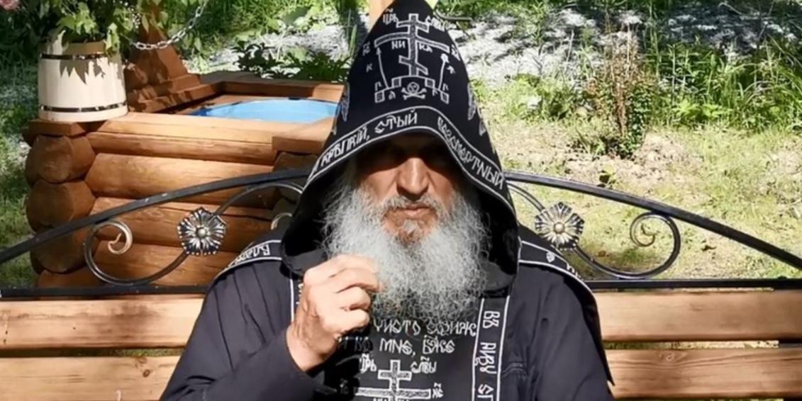 Отец Сергий захватил монастырь после отстранения и выставил казачий дозор