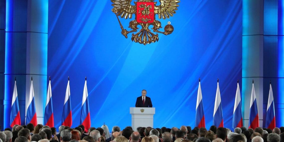 Смысл новых поправок Путина в Конституцию: объяснение юриста