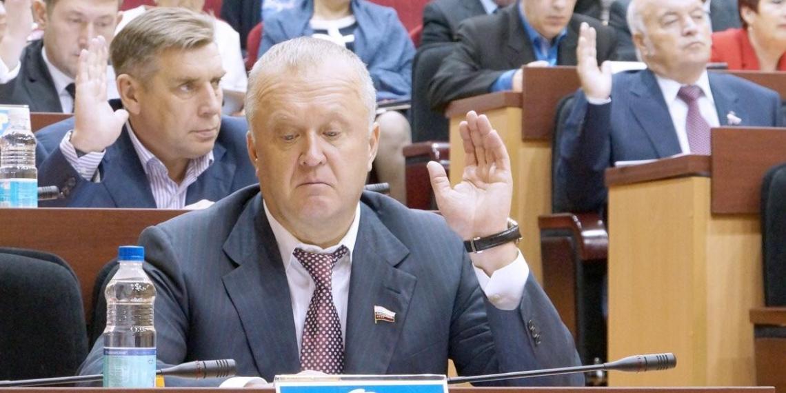 Региональный депутат задекларировал доход в 3 млрд рублей за год