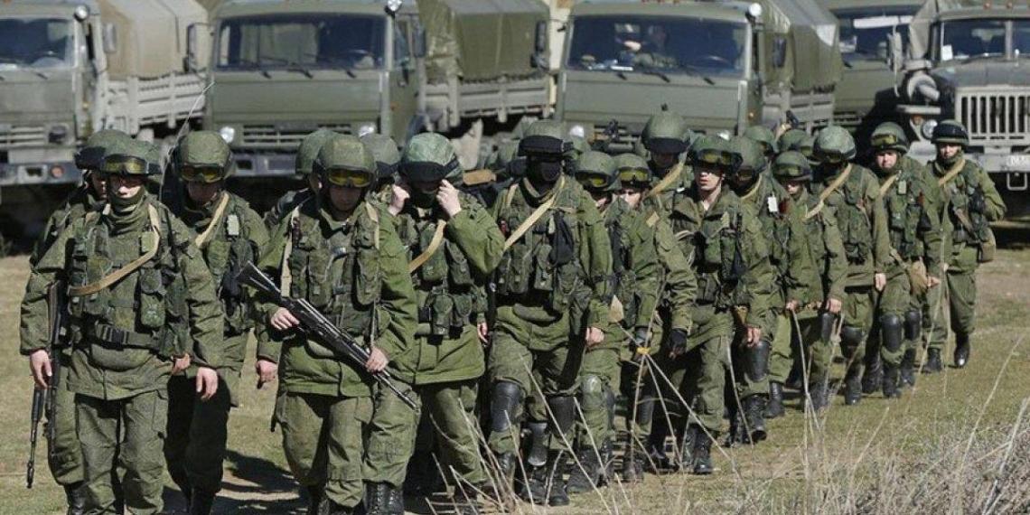 Кремль: группировка Вооруженных сил РФ у границ Украины никому не угрожает