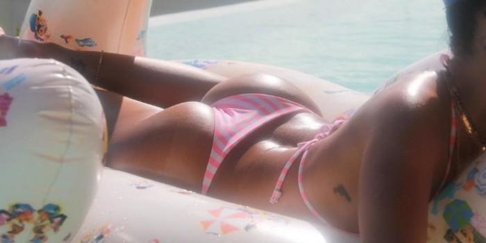 Соблазнительные фото Рианны в откровенном купальнике взорвали интернет