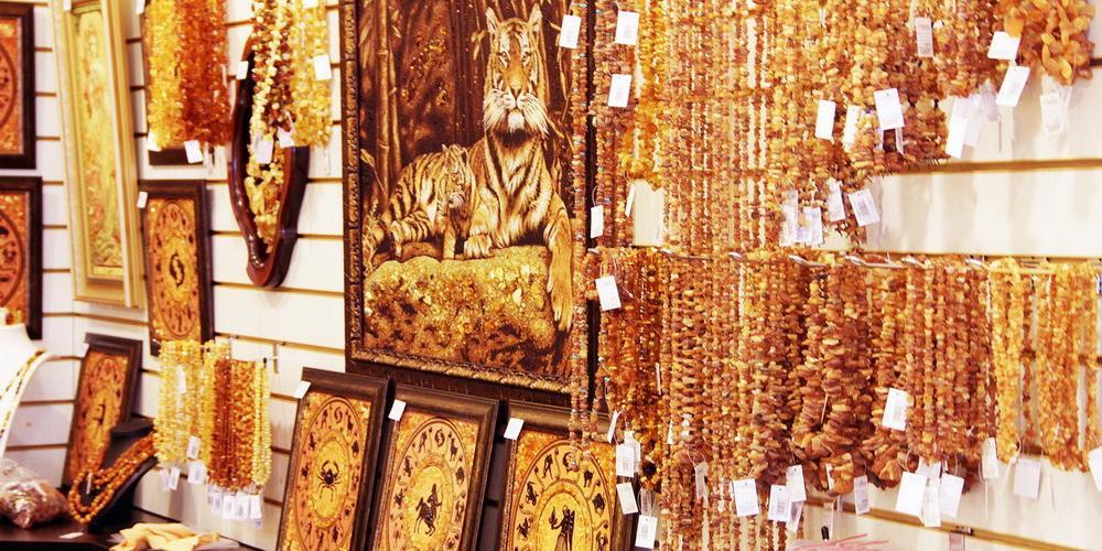 В Калининграде полицейские украли из янтарного магазина камни на 14 млн