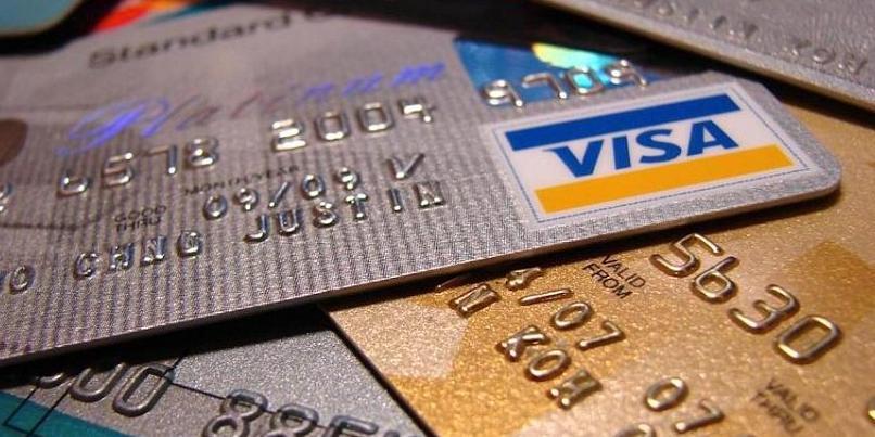 Россиян призвали быть осторожнее из-за новой волны краж с банковских карт