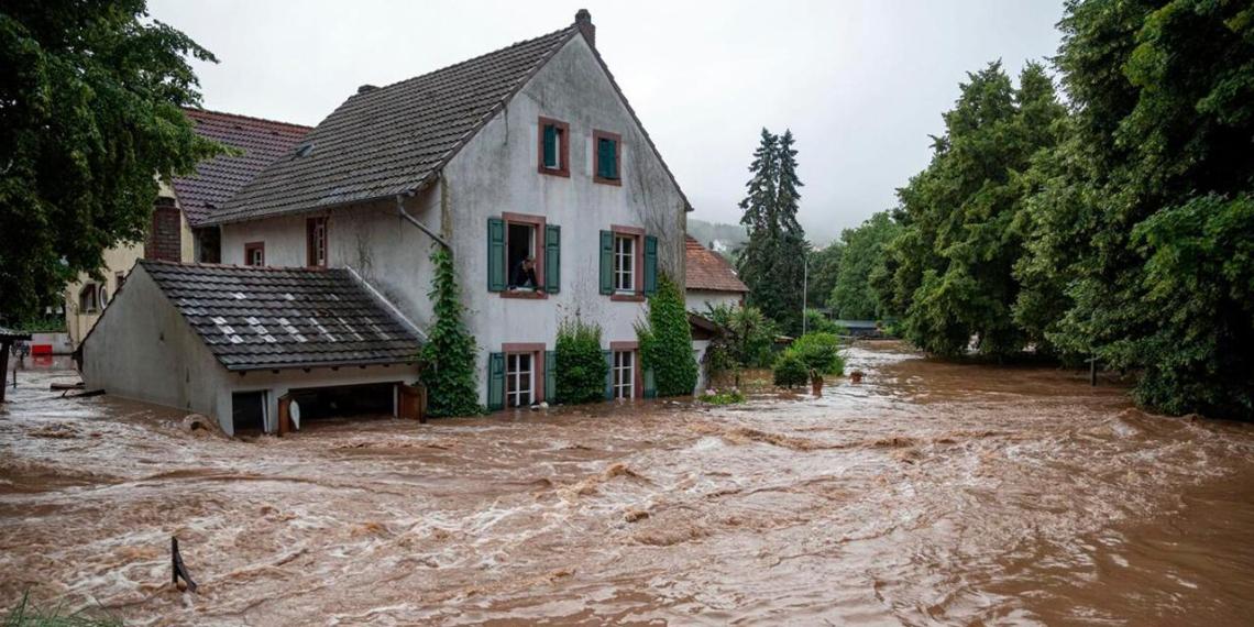 Число жертв наводнения в Германии превысило 150 человек