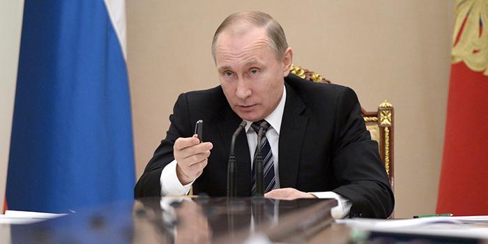 Путин рассмотрит идею уравнять МРОТ и прожиточный минимум с 2018 года