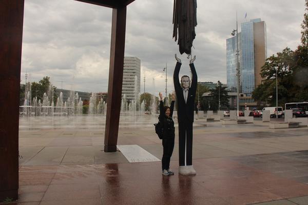 Путин как символ равновесия: в Женеве появилась 3-метровая фигура президента России
