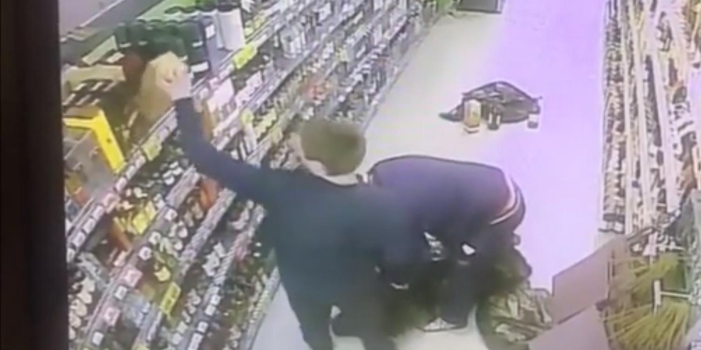 В Подмосковье охранники ограбили свой же магазин прямо под видеокамерами