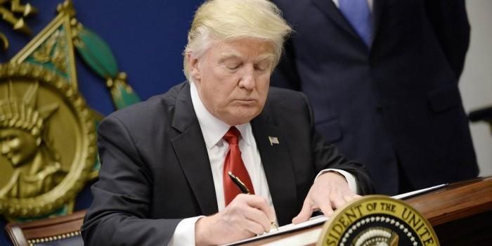 Рейтинг Трампа упал до минимума за все время президентства