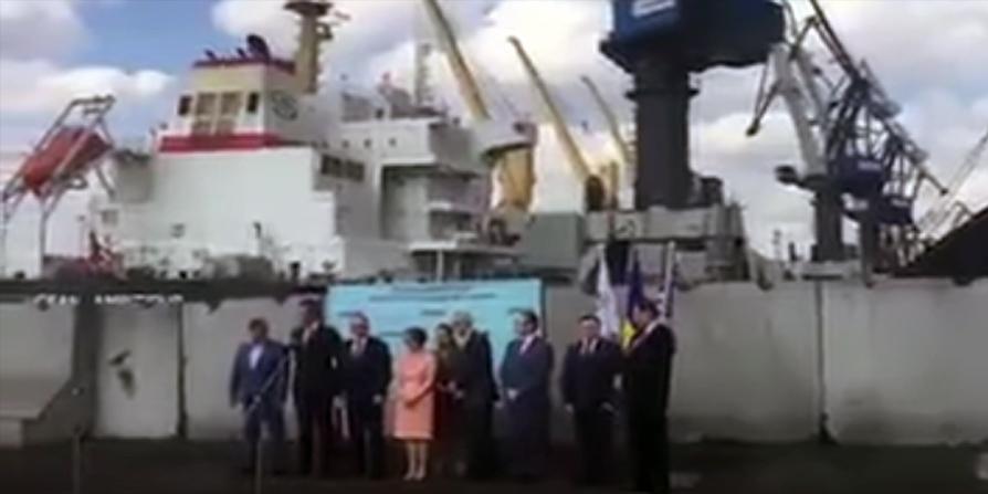 На Украине с гимном и торжествами встретили баржу с углем из США