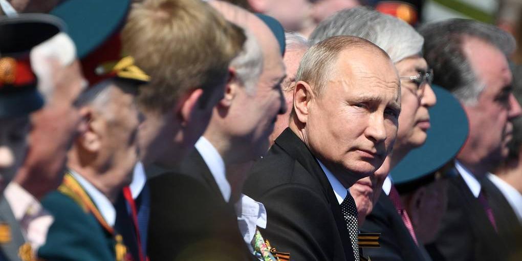 Путин отметил роль Красной Армии в защите мира