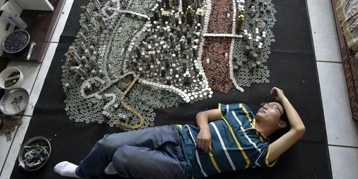 Китаец построил модель своего города из 50 тысяч монет (ФОТО)