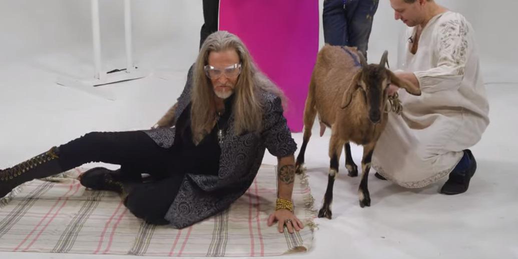 """""""Кто не любит сиськи?"""": Джигурда лег под козу, подергав ее за соски и забрызгав лицо"""