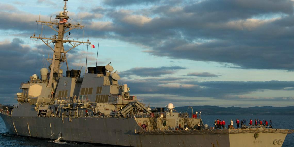В Баренцево море вошел отряд боевых кораблей НАТО