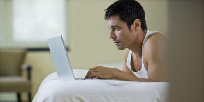 Исследователи выяснили, что каждый пятый мужчина-натурал смотрит гей-порно