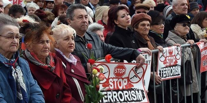 """""""Вместе против террора"""": десятки тысяч россиян вышли почтить память погибших в петербургском метро"""