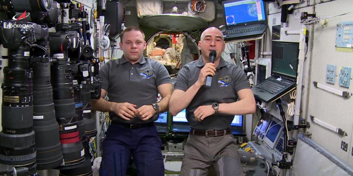 Космонавты на МКС поздравили соотечественников с Днем России