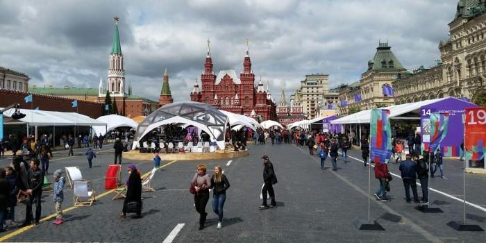 На Красной площади проходит книжный фестиваль