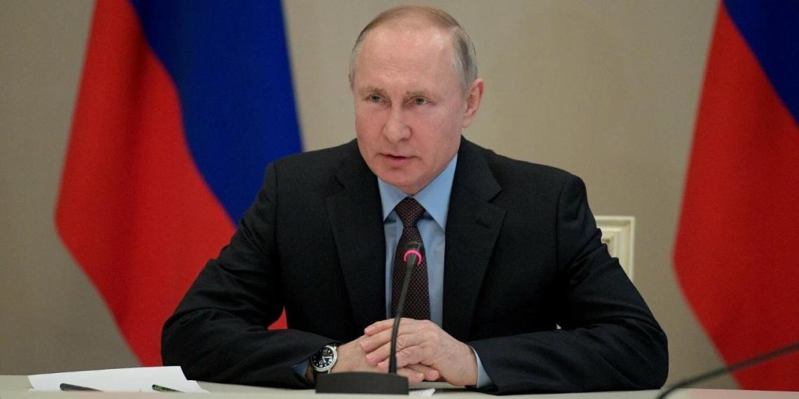 """Путин призвал добиваться """"мощной позитивной динамики"""" во всех важных для россиян сферах"""