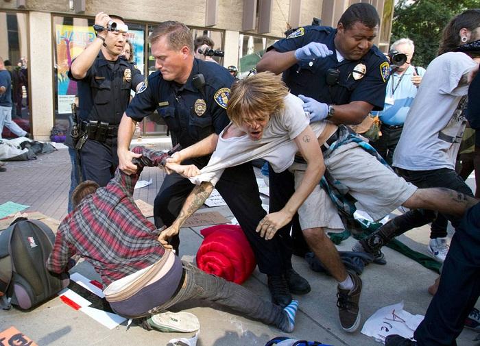 Америка поддерживает протесты в неугодных странах, но не внутри страны