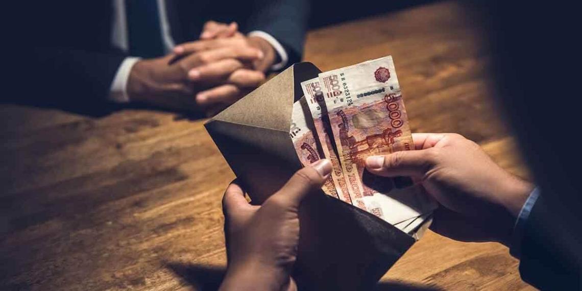 В Генпрокуратуре рассказали, представители каких профессий чаще всего берут взятки