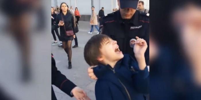 Кремль отреагировал на задержание полицейскими мальчика в Москве