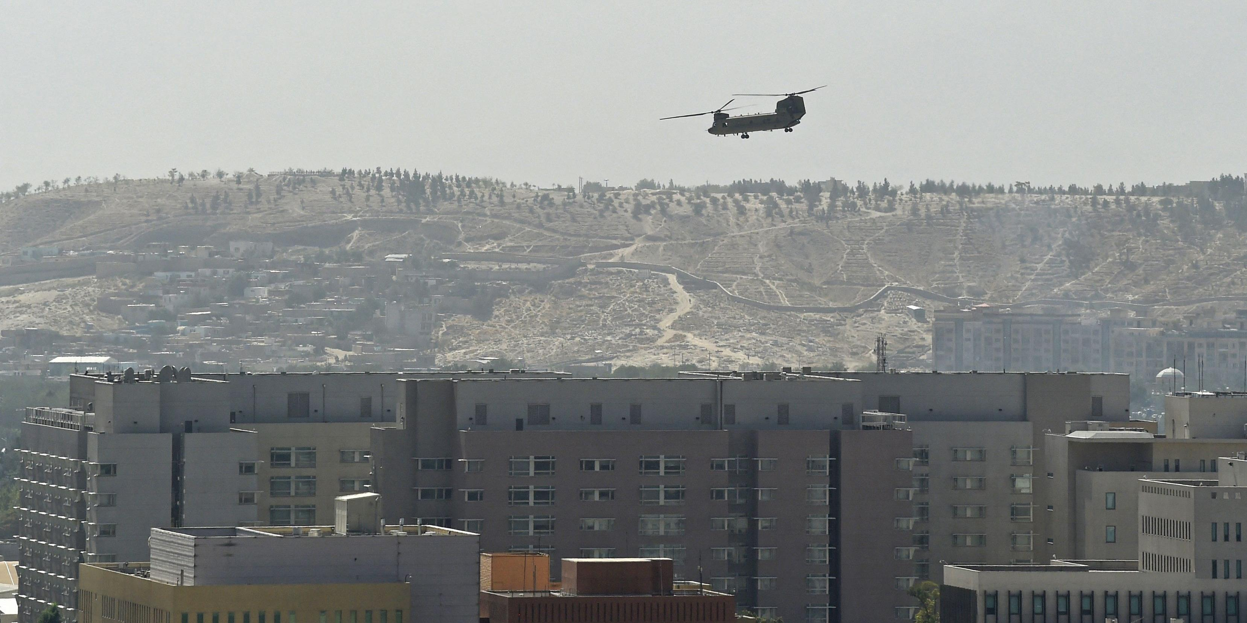 Правительство Афганистана решило добровольно отдать власть талибам