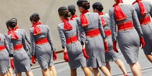 Стюардесса заработала миллион долларов, оказывая пассажирам интим-услуги