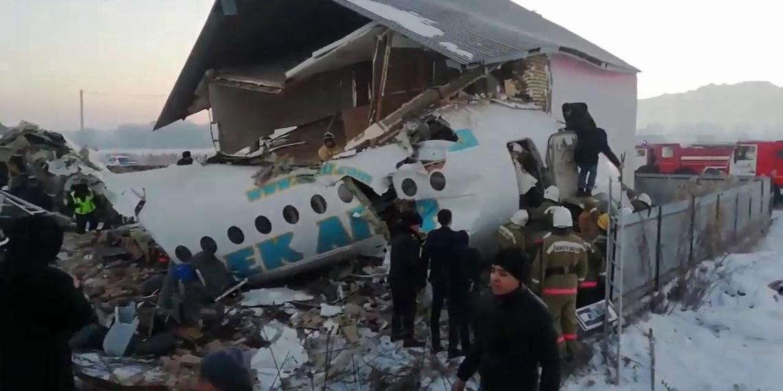 В казахстанской Bek Air ремонтировали самолеты скотчем и игнорировали протечки масла