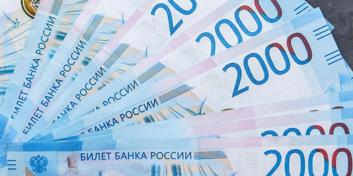 Стало известно, на какие цели копят деньги жители России