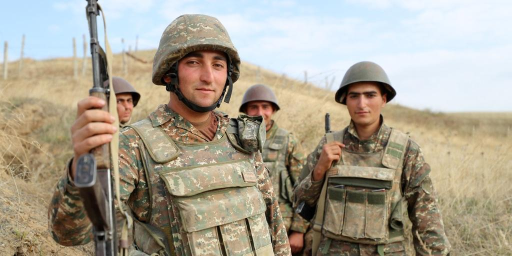 Азербайджанские и армянские военные вступили в рукопашные бои