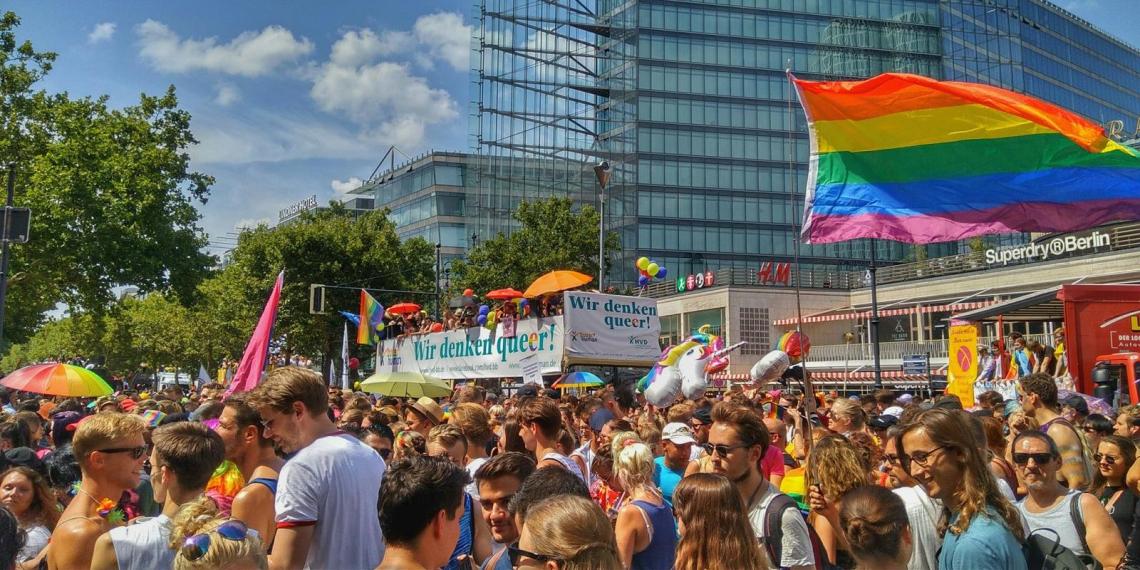 В Германии запретили лечить от гомосексуализма