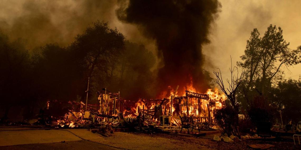 """Российская """"шаманка"""" сожгла деревню в США"""