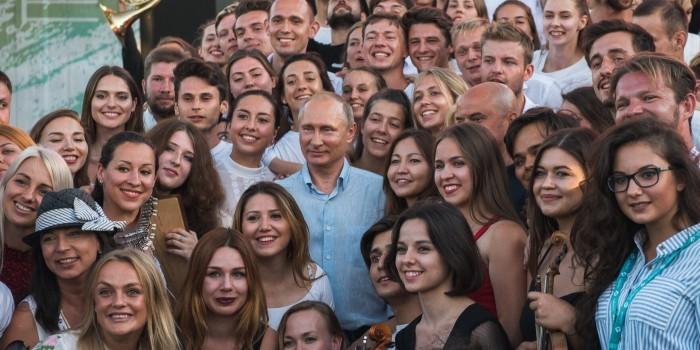 """""""Надо продвигать молодых"""": о чем говорил Путин на форуме """"Таврида"""""""