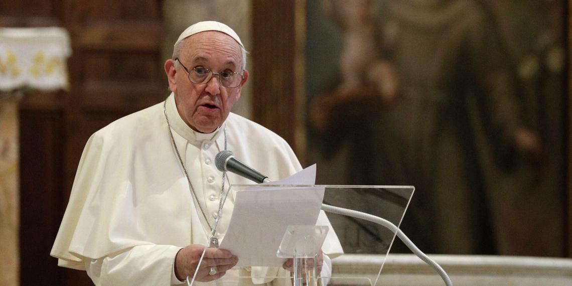 Ватикан расследует дело о лайке папы римского под откровенным фото