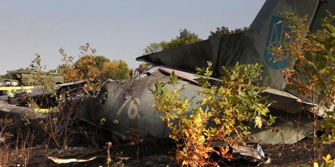 Разбившемуся под Харьковом Ан-26 с курсантами не дали сесть из-за самолета сына главы ВВС