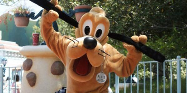 Пёс из мультфильма покалечил ребёнка в Диснейленде