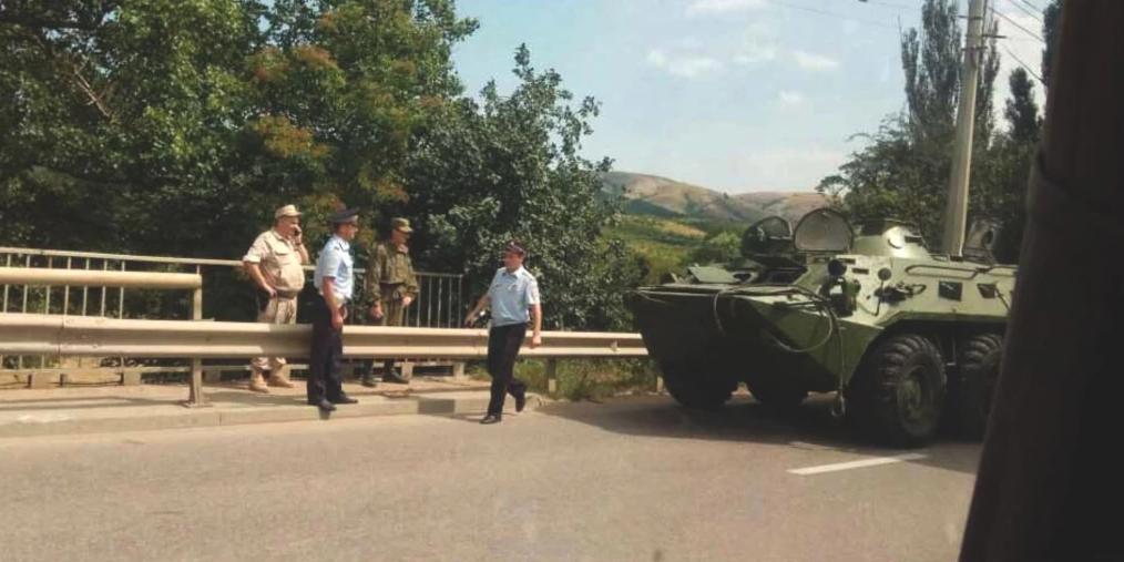 """На Ставрополье """"газель"""" въехала в БТР, погибли двое пассажиров"""